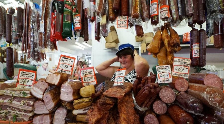 На рынке Железногорска торговали санкционной колбасой